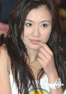香港女星张文慈出席签名会 光彩照人