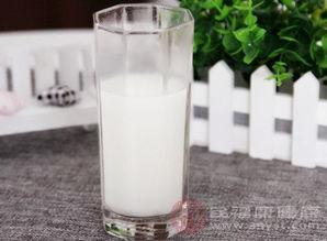 每天喝牛奶有什么好处(每天喝一瓶牛奶有什么)