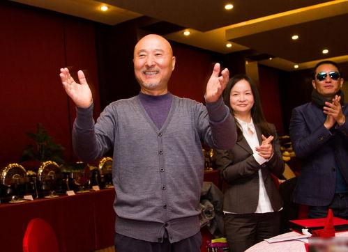 2013北京喜剧艺术节落幕陈佩斯跳俏皮舞庆祝
