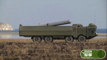 俄军同时用三款导弹打自家战舰 靶船火光冲天