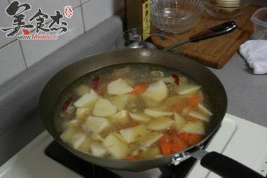土豆炖鸡肉怎么做