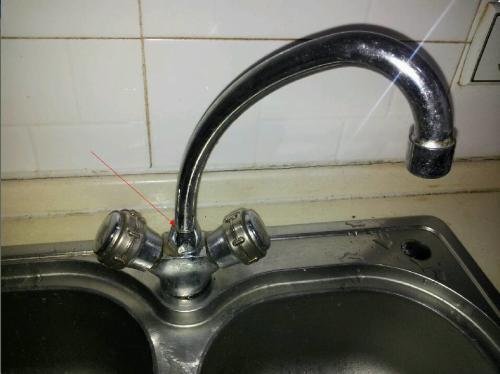 家里厨房水龙头漏水,怎么修