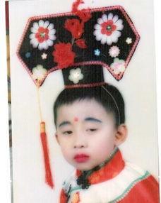 8090后的爆笑童年艺术照袭来,第一张就辣眼睛,网友丑出天际