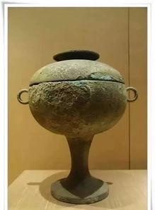 10、卣卣(you,音有):盛酒的器皿之一。