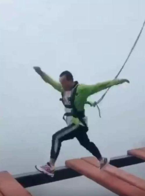 重庆女子乘高空索道坠亡,景区安全管理被质疑