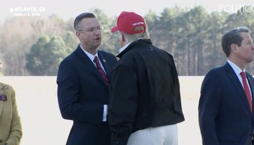 道格·柯林斯曾与特朗普握手(cnn)