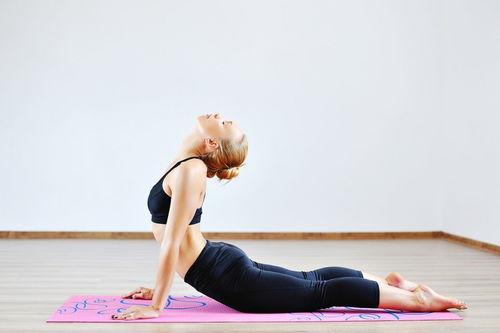 哪几个瑜伽动作可以减少肚子上的肉