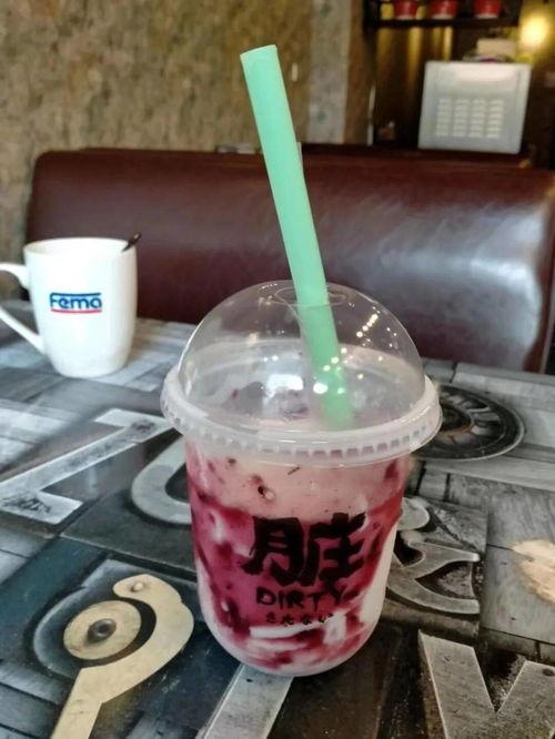 @管理系陈雨萍秋天的第一杯奶茶,朋友圈出现这个梗后.