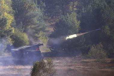 德军m270火箭炮开火