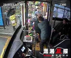 长沙暖心一幕,公交司机搀扶老人上车获乘客点赞