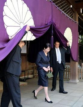 日本内阁总务大臣高市早苗参拜靖国神社
