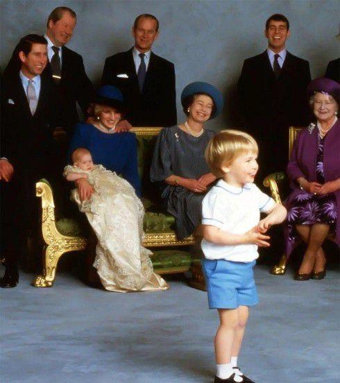 菲利普亲王拒绝国葬,24年前戴安娜葬礼庄严隆重,他送走了儿媳