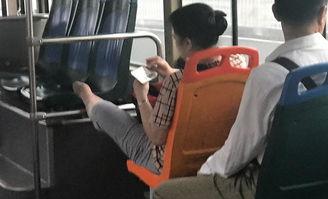 广州公交上丝袜大妈双腿翘出6种姿势 够 销魂