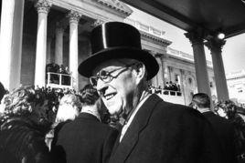 ...961年,总统约翰·肯尼迪的父亲约瑟夫·肯尼迪出席了儿子的就职...