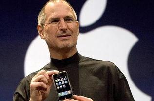 乔布斯手持初代iphone