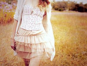 漂亮女生夏日好看衣装唯美图片素材,二十岁之后
