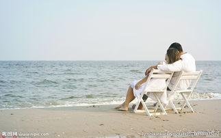 海边情侣休闲图片