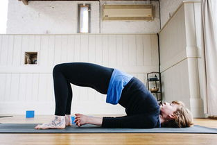 治驼背的瑜伽体式