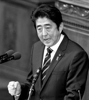 2月28日,安倍晋三在众议院全体会议上发表施政演说.