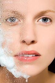用什么洗脸可以美白