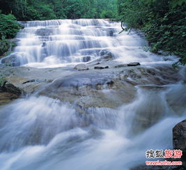 雨后雾灵出美景 飞瀑流泉引人入胜