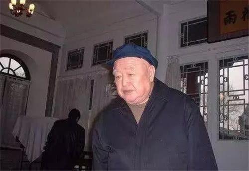雷毓祺工作的特殊性,从垃圾堆掏出三千多件文物,全部捐献国家