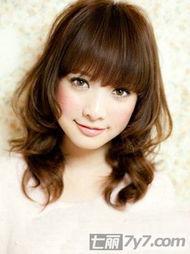 2012最新女生瘦脸发型 帮你打造超V巴掌脸
