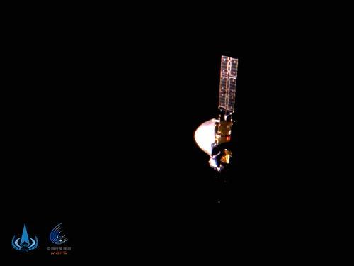 天问一号探测器首次深空自拍五星红旗光彩夺目