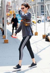 女明星们为什么那么爱穿校裤球鞋显嫩啊