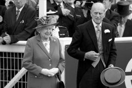英国女王伊丽莎白二世和丈夫菲利普亲王2日出席埃普瑟姆赛马会。