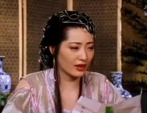 她以拍三级片谋生,其代表作 新金瓶梅 , 魔鬼天使 .