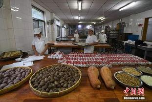 探访杭州土灶月饼手工烤制传承百年