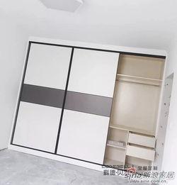 订制衣柜在木地板上面