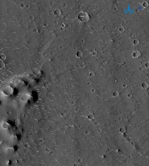 国家航天局发布天问一号探测器拍摄的高清火星影像图