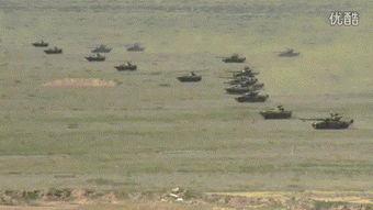 外军眼中的上合军演99大改坦克快速冲锋动图坦克