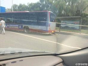 男孩与母亲争执后钻入公交车轮下 当场身亡