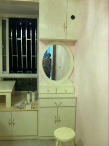 一面窗的飘窗家衣柜