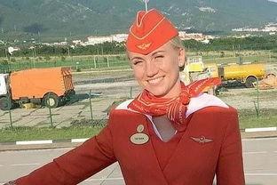 俄航事故英雄空姐揪住乘客衣领推他们下飞机