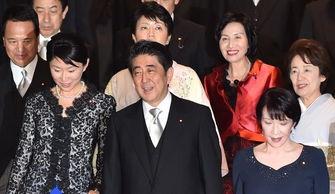资料图:安倍9月份内阁成员改组时任命了5名女性阁僚