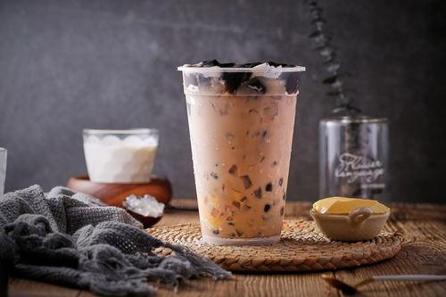 解读秋天第一杯奶茶网络营销下的秀恩爱高级方式