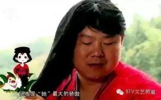 被这画风亮瞎了小岳岳变村姑身着红装姿态撩人
