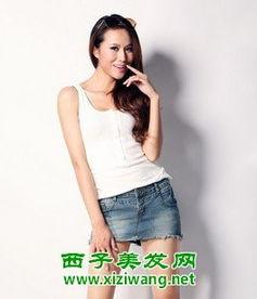 牛仔短裙怎么搭配,来看穿2013女装新款短裙美女