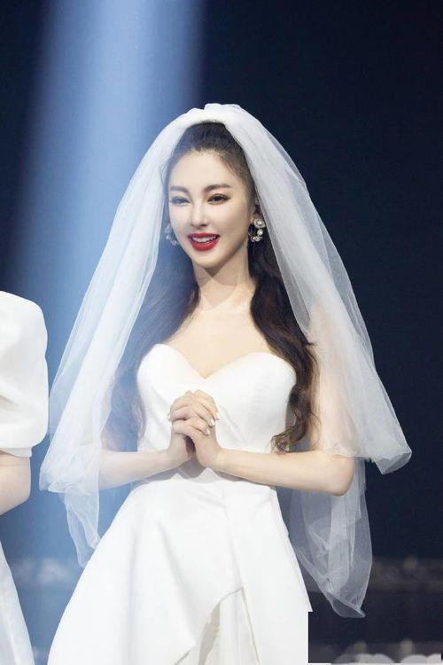 新浪娱乐讯8月28日《乘风破浪的姐姐》总决赛公演.