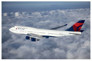 一架正在飞翔的达美航空客机