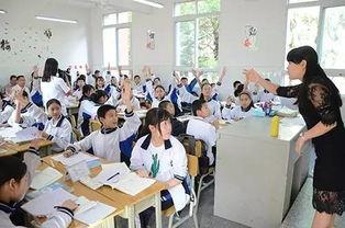 轻松又活跃的课堂气氛本着一切为了学生,高度尊重学生,全面依靠学生的思想,自贡一中初中部把课堂教学转变为学生在教师组织引导下的自主学习过程.
