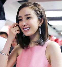 杨幂赵丽颖甜甜月牙笑好独特 谁的笑容更治愈