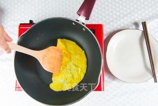 鸡蛋香椿春卷的做法