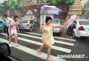 8月2日 天津街头的少妇淋湿了