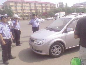 女子不满协勤抓拍违章起争执疑开车撞交警