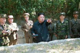 金正恩视察朝鲜军队前方哨所 听取 敌情汇报